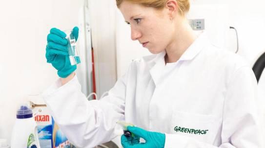 Greenpeace, allarme mare: plastica liquida nei detergenti